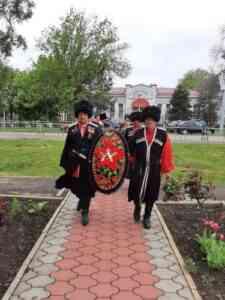 Read more about the article Торжественное возложение венков